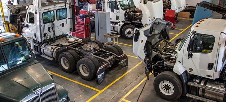 Repair shop and maintenance at tom nehl truck